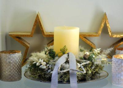 Adventsgesteck Eine Weisse Kerze