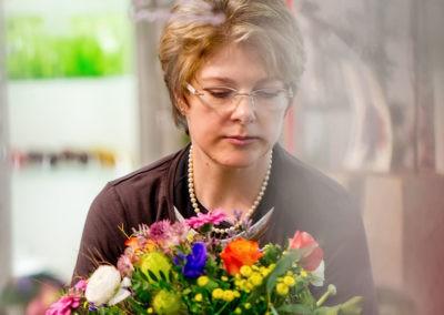 Floristin Bindet Strauss Versand