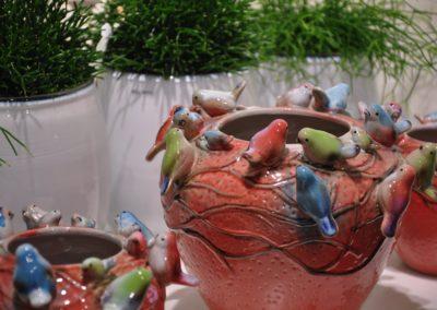 Keramikgefaesse Mit Voegeln Bunt