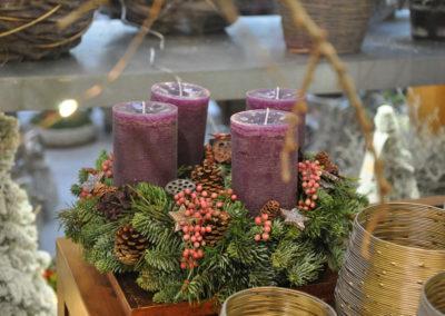 Violetter Adventskranz Mit Beeren